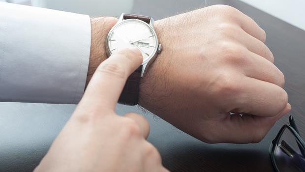 跟客戶見面要提早離開,又不想失禮!除了看錶之外,你還可以這樣做...