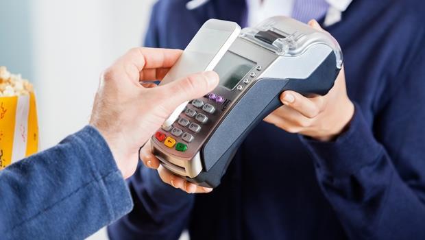 抗衡Apple Pay?英國銀行推bPay,一張貼紙就能把喜歡的東西變電子錢包