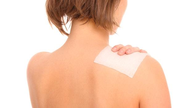 不是貼越久越好!中西藥「痠痛貼布」該怎麼用?藥師一次說清楚