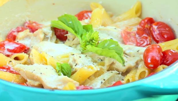 懶人必學!食材全丟進去就對了...一鍋到底20分鐘煮出「奶油番茄雞肉筆管麵」