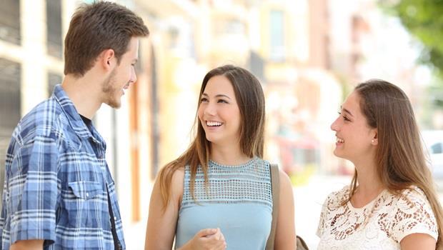 最難的不是英文簡報,而是跟老外閒聊!試試這3招,讓你用英文聊天不詞窮 - 商業周刊