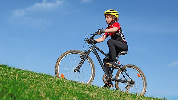 騎一趟遠程單車、戶外攀岩⋯英國小孩滿12歲之前,必做這50件酷事,培養樂觀自信 - 商業周刊