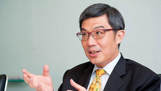 去年上任的勤業眾信總裁郭政弘,正與中國德勤談判整併細節,領軍旗下會計師赴中國市場淘金。