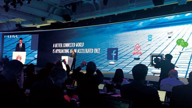 華為並非上市公司,但卻比照美國上市企業對待投資人規格,每年舉辦分析師大會,廣邀全球分析師到場「質疑」自己,圖為今年深圳大會現場。