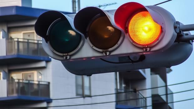 未來自動駕駛普及後,第一個消失的竟然是紅綠燈?