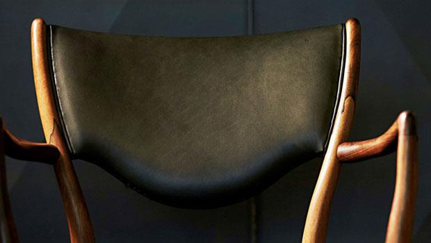Finn Juhl設計的椅款BO72,椅身有著玫瑰木專屬紋路,於1950年生產至今風采依舊。