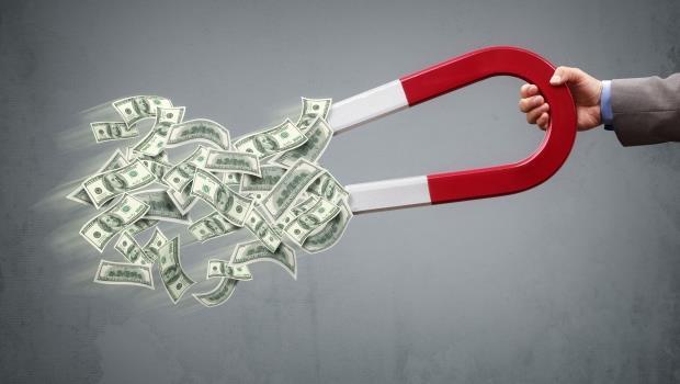 儲蓄率73%,卻盲從親友投資》單身族如何打造月入4萬退休金?