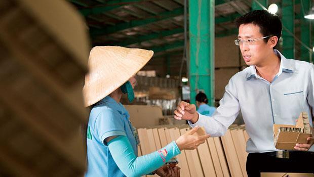 他,第一個在越南用電商賣紙家具「如果你留在台灣沒機會,一定要走出來!」