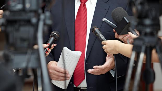 一個英國記者的調查報告,讓6名官員下台...為什麼我們要求公開政府資訊?