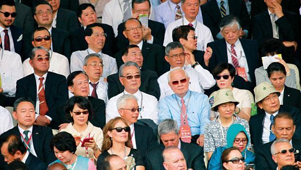520 就職典禮,台上蔡英文正式接任總統,她的兩岸談話和政策方向,一字一句都牽動台下占台股市值數兆元、逾500 位工商業領袖的未來布局。