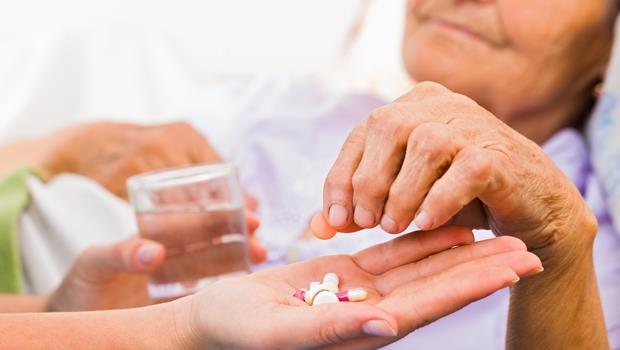 免驗尿免驗血!日本新技術,只要動手指「掐一下」就能驗出老人痴呆症