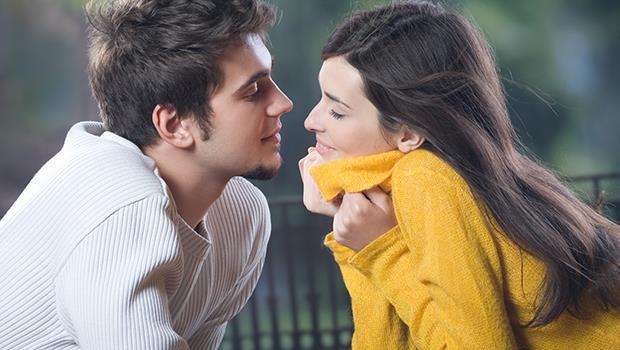 「一見鍾情」是大腦運算的結果》TED:「初吻」如何決定一段戀愛關係是否順利?