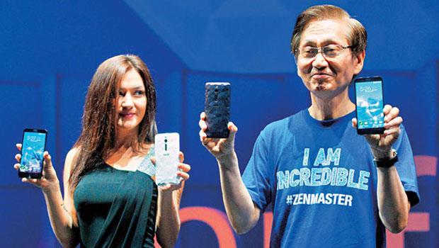 憑藉「高品質、低價格」的MIT形象,華碩董事長施崇棠(右)今年盼能在印度等新興市場打下一片天,這是台灣人最能善用的品牌優勢。