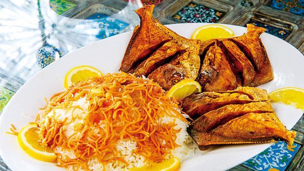 伊拉克 Masgouf,用兩河流域捕獲的魚,燒烤至外皮酥脆而成,通常搭配米飯食用。