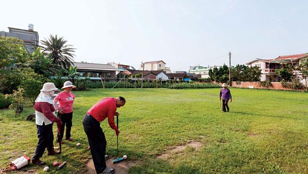 來上林社區,和長者來打一場槌球吧。這是他們最愛的休閒運動。