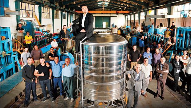 26歲台灣人勇闖伊拉克「賣水塔」賺進上億身價