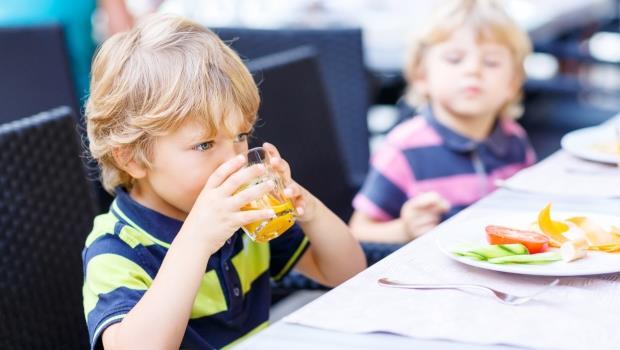 為什麼法國小孩上餐廳,都能夠乖乖不吵鬧?一個台灣母親的兩地觀察