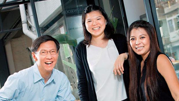 夢想學校創辦人王文華(左)如何解讀菲律賓泵浦車廠總經理高子甯(右)與妹妹咖啡廳老闆高琬婷(中)的不同選擇?