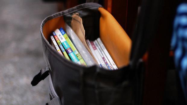 讀國文,從來就不是為了學修辭...課本裡,藏著「上頭」不願被人記得的事