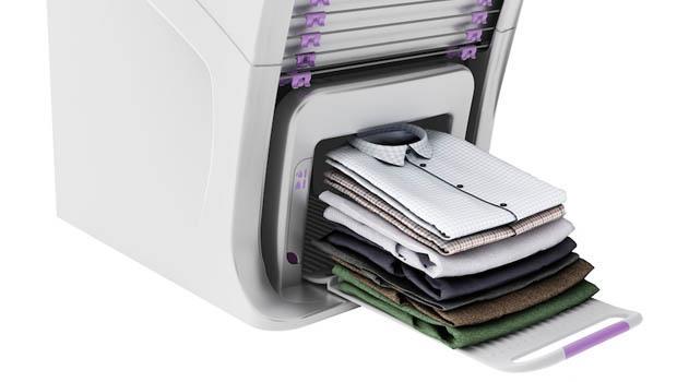 有影片》懶得疊衣服?這台「自動折衣機」幫你折好、燙平衣服...30秒完成