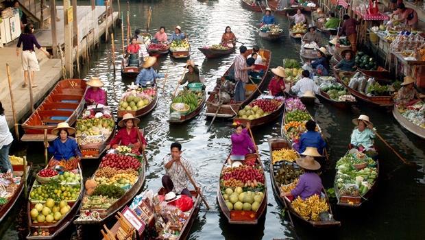 赴泰國旅遊現金帶不夠 全團遭拒入境 - 商業周刊
