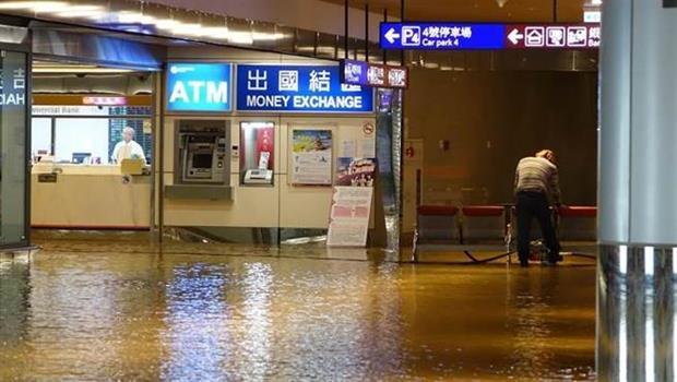 桃機地下道積水 交通大亂 B2美食街也淹水