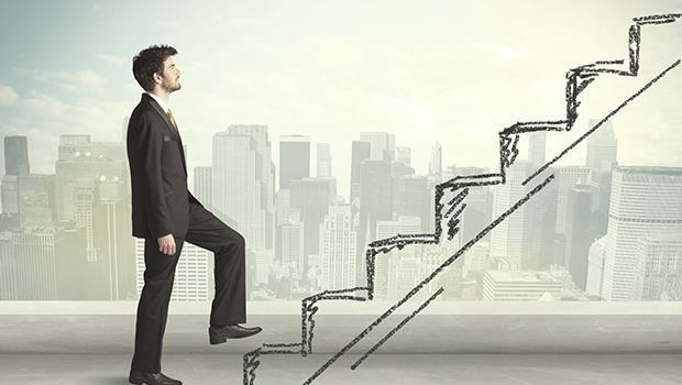 戲棚下,站到腳斷掉也沒用!部門最資深、工作超認真⋯為什麼升遷的不是我?