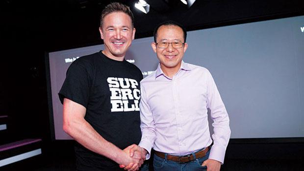 騰訊總裁劉熾平( 右) 操刀收購supercell84.3% 股份,允諾其CEO 帕納寧( 左) 維持團隊與開發方向不變。