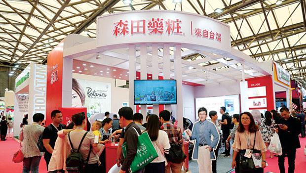 韓國化妝品進口中國,2015 年金額成長2.5 倍,市場潛力驚人,台灣品牌也有無限的想像空間。