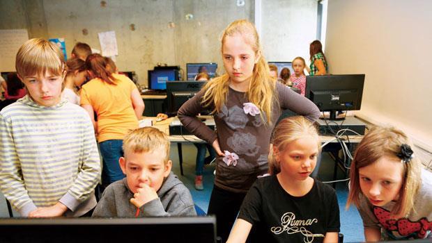 70% 公立中小學實施程式教育,愛沙尼亞讓學生從小親近程式,培養數位國力,老師希望學生以後就算是個舞者,也能懂程式