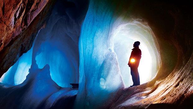 巨人冰洞(意為「冰巨人的世界」)延伸40公里長。