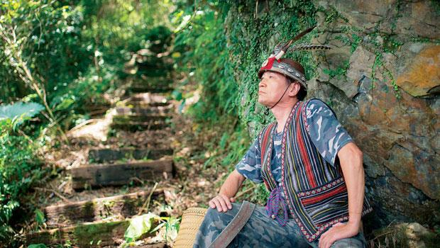 泰雅族原住民豆勞從13歲以來,與700多頭山豬搏鬥過,深知如何在山林生活。最豐收的一次,山豬重達近200公斤。