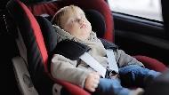 一年有32個寶寶被忘在車裡熱死...以色列幼教:指責很容易,你看見父母的困難了嗎?