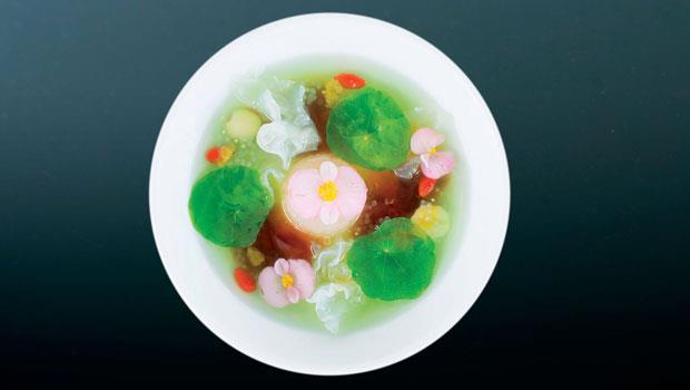 「睡蓮」層次豐富,傳達畫家莫內對天光雲影和綠水鮮花的愛戀,爽口清涼,這不是一碗甜點,而是一碗夏天。