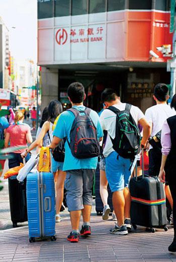 書街轉型商旅街後,是否符合旅館及消防法規,成為安全的一大隱憂。