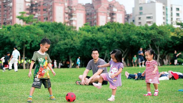 台北市大安區預售新案每坪均價約132 萬元,近來出現成交價降價約1 成的個案,1.5 個月內秒殺完銷。