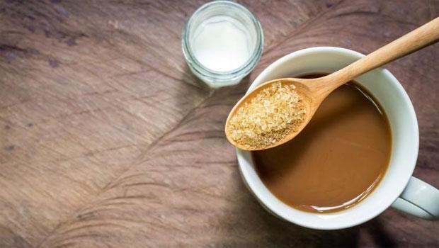 一杯拿鐵下肚,你知道喝進去的是鮮乳還是「業務用乳」嗎?一張圖搞懂差別!