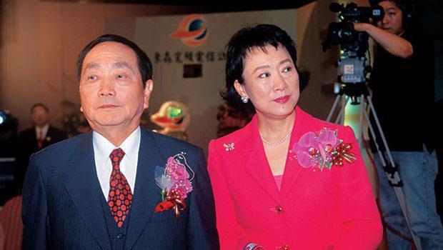 王又曾意外死亡後,66 歲的妻子金世英,成了台灣債權銀行追討數百億欠款的最後一絲希望。