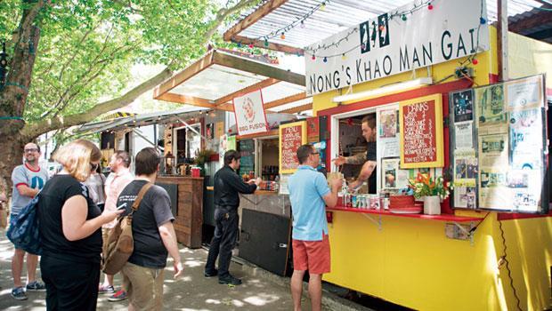 波特蘭擁有約八百五十台的餐車,美國、墨西哥、泰國等各國美食應有盡有
