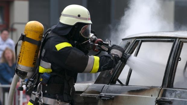 萬一遇火燒車...記住這保命3招,專業防災人員教你加快逃生速度!