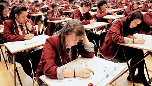 英國年滿15歲的學童不會算數學的比率,平均較亞洲國家高出不只1成,促使英國教育部積極學亞洲。