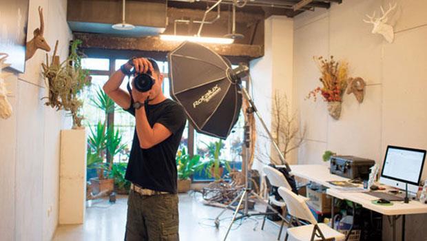 劉森湧在此拍攝最新主題,捕捉植栽的魔幻姿態。
