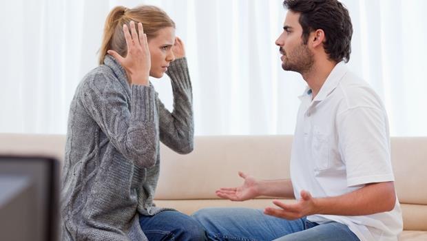 「你就不能多體諒我媽一點嗎?」心理諮商師告訴你:為什麼父親早逝的丈夫最「媽寶」