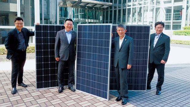 中租能源開發董事長 陳鳳龍(右2)