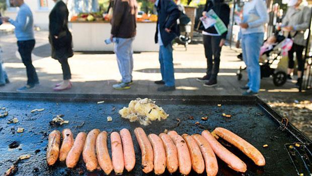 烤香腸是澳洲每場選舉必備,等在攤子前方的人潮恐怕不輸排隊名店