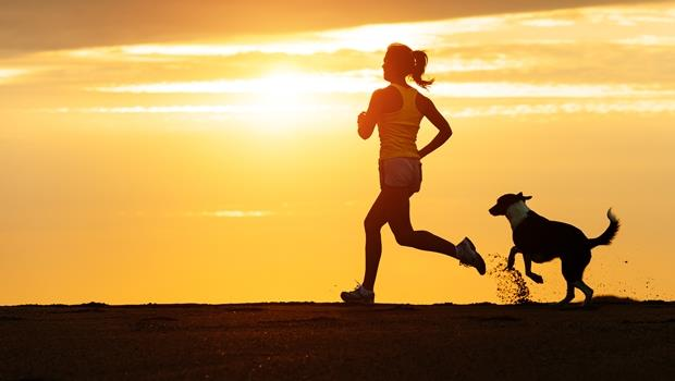 跑步和慢跑的英文差在哪?4張圖搞懂各種動作的英文怎麼說