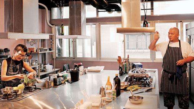 相信料理西餐工作室的呂懿軒與李世滄是多年的工作夥伴