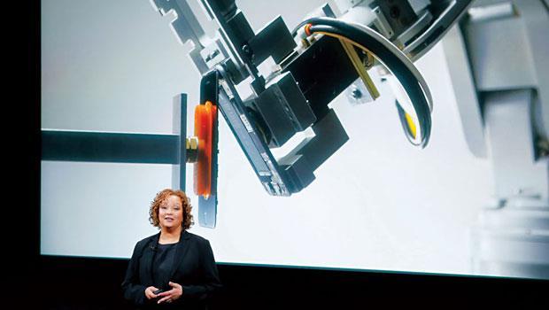 蘋果花3 年研發機器人Liam,預計每年可拆解120 萬支iPhone,替手機裡的零件找到新用途。
