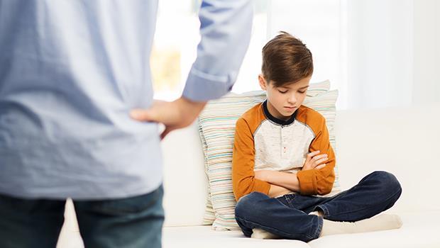 小孩做錯事,大人立刻叫他說對不起,為什麼反而讓孩子學不會「負責任」?