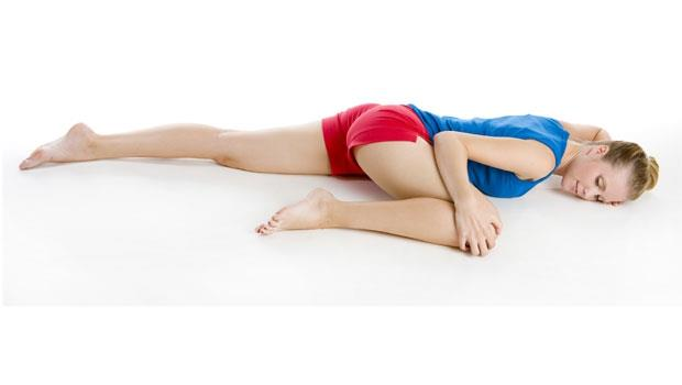 3分鐘睡前柔軟操,一次解決肩硬腰痛、水腫、失眠,讓你一覺到天亮